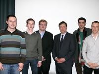 Enkele Jong N-VA Ternat bestuursleden met Bart De Wever